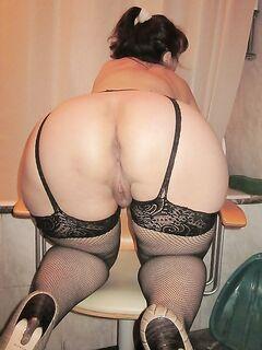Зрелые нимфоманки предлагают свои интимные услуги - секс порно фото
