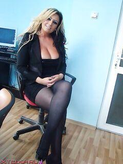 Разные красотки играют с писями - секс порно фото