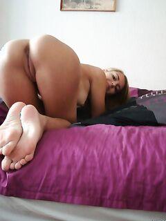 Дамы оказывают интимные услуги мужчинам и рекламируют себя - секс порно фото