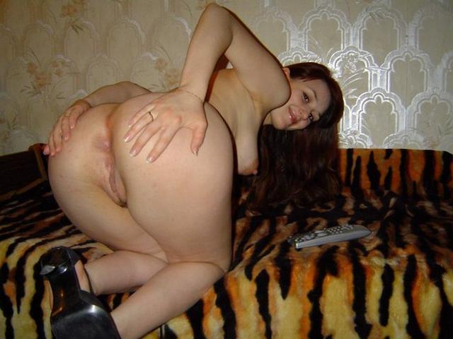 Одни сучки дрочат клитора, а другие трахаются славно - секс порно фото