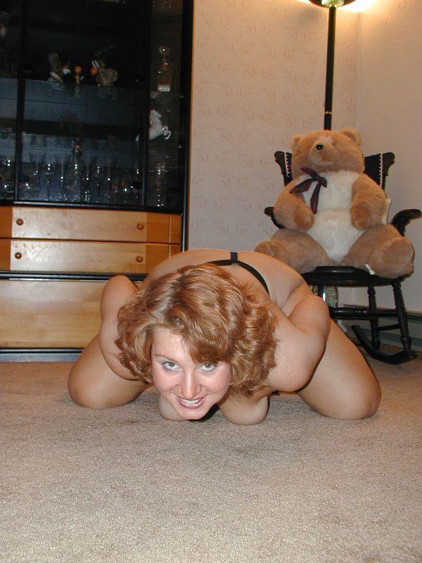 Позитивная женщина ерзает и не может успокоиться - секс порно фото