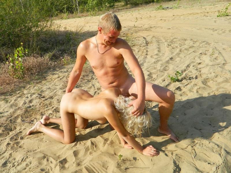 Девушки сосут фаллосы ребят на пляжах летом - секс порно фото