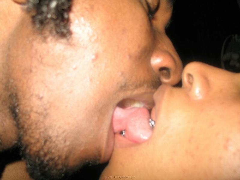 Черный член трахает влагалище и анус подруги - секс порно фото