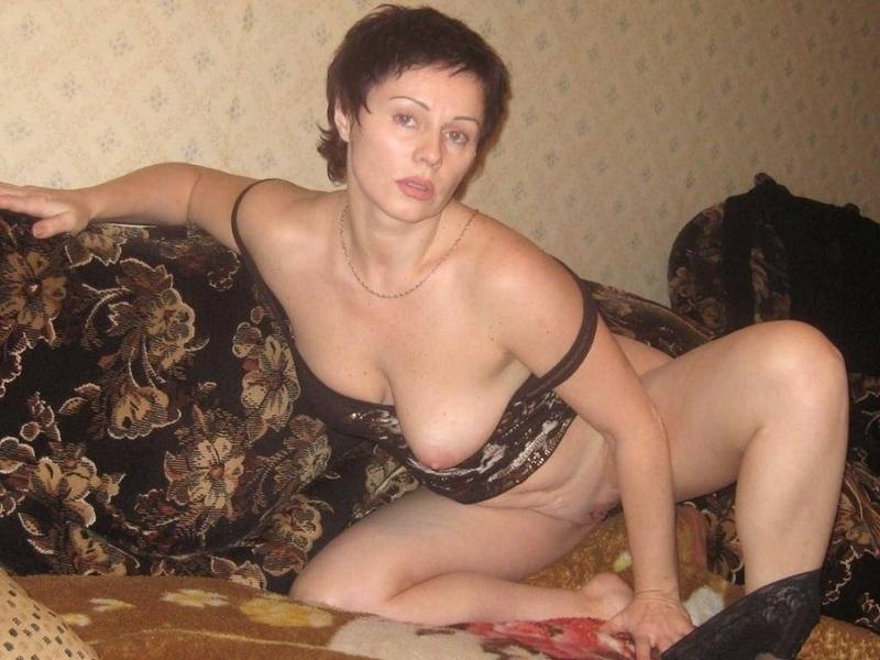 Зрелая барышня в эротических соло перед камерой - секс порно фото