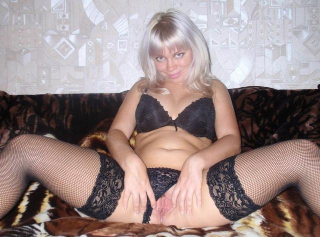 Матерые женщины показывают свои жопы и писечки - секс порно фото