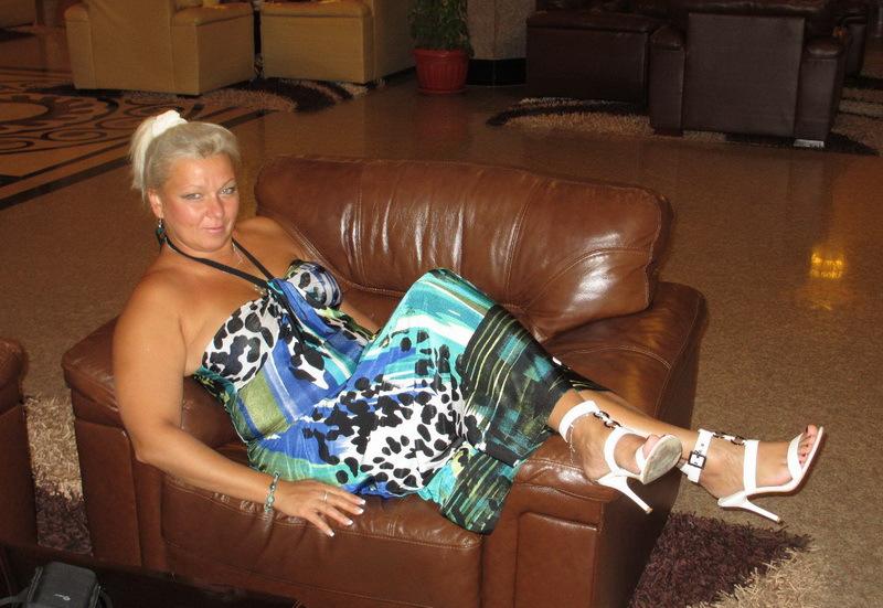Зрелая баба хочет жить в роскоши - секс порно фото