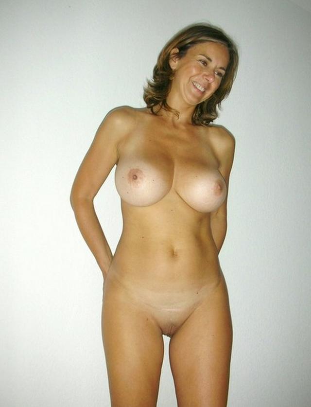 Обаятельные женщины с радостью трахаются с мужчинами - секс порно фото
