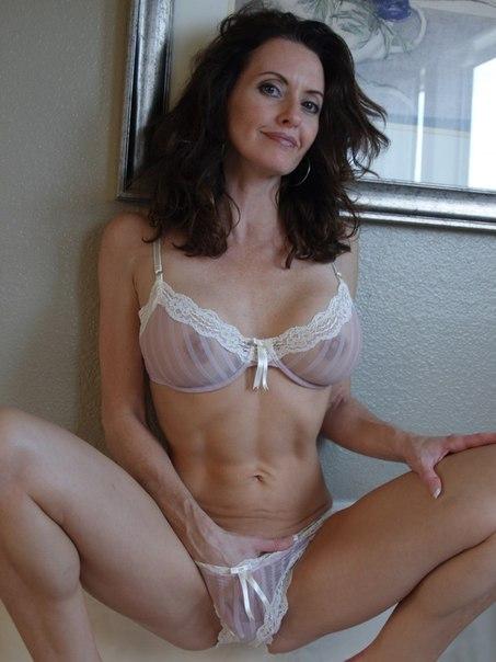 Сучки с упругими сладкими жопами ищут приключения - секс порно фото
