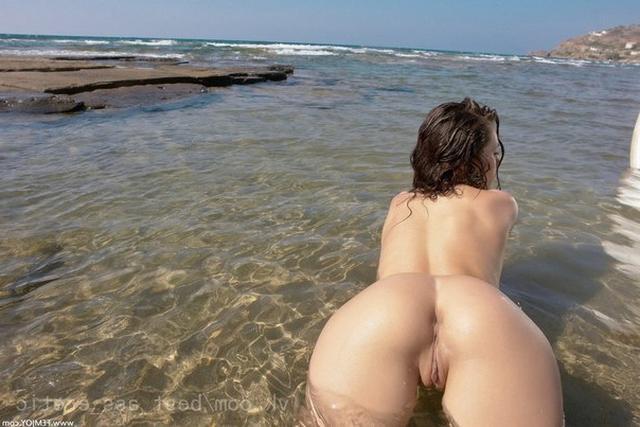 Примерные потаскухи раздеваются до гола - секс порно фото