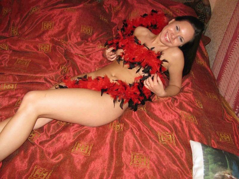 Большегрудая темноволосая леди без одежды - секс порно фото