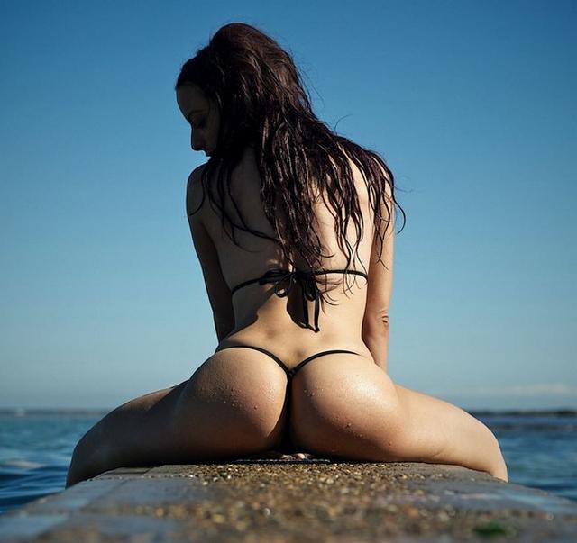 Сладенькие попки милых подруг - секс порно фото