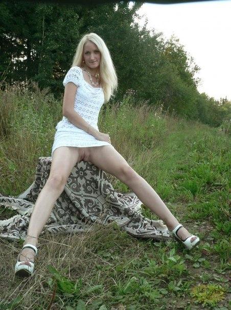 Сексуальные милашки снимают одежду - секс порно фото
