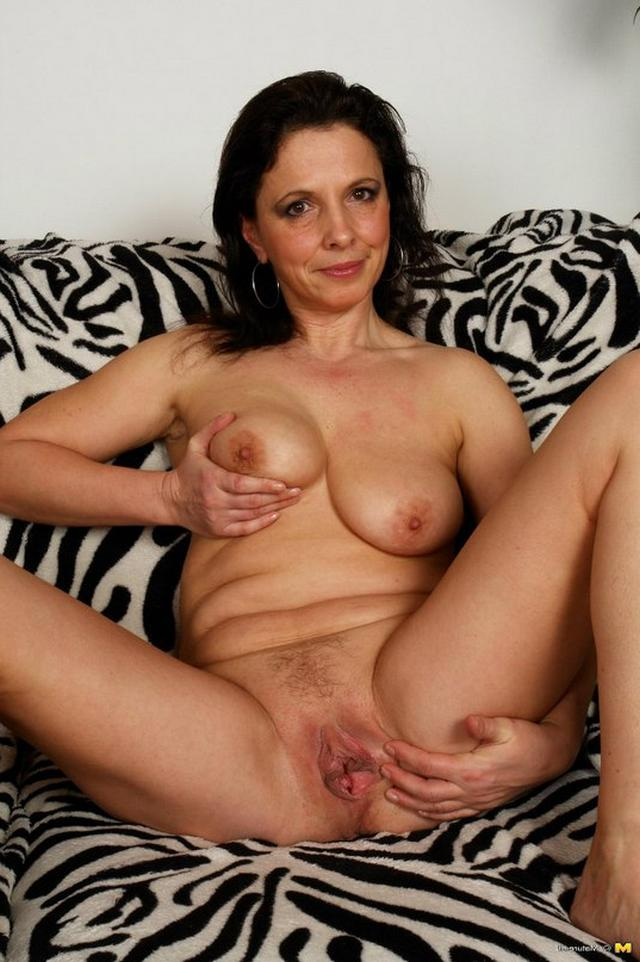 Красотки мастурбируют киски и трахаются с мужчинами - секс порно фото