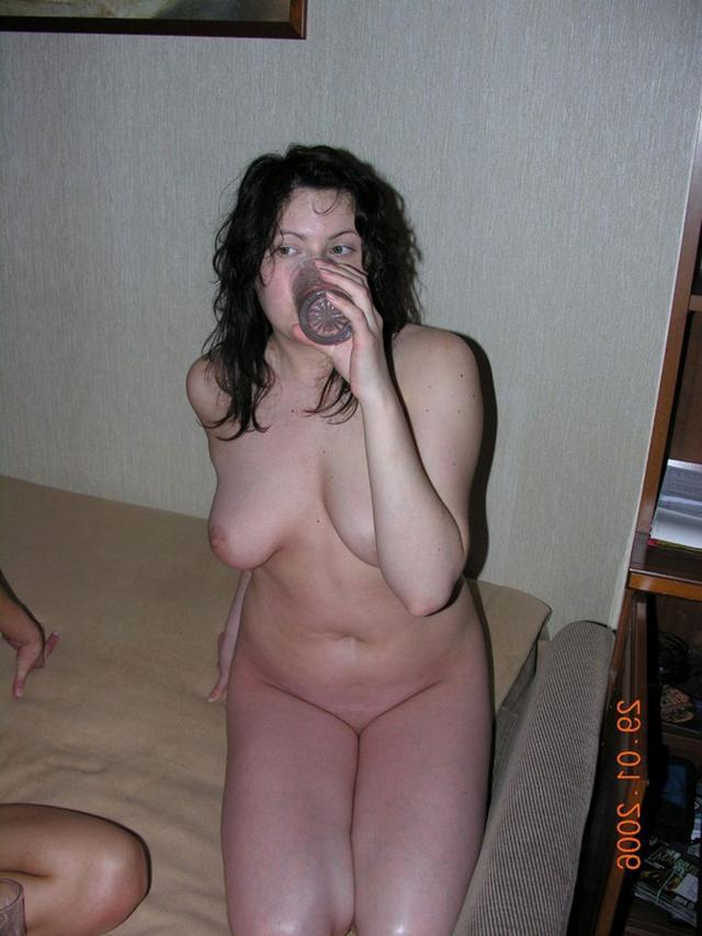 Лесбийский секс девушки и опытной женщины с кунилингусом - секс порно фото