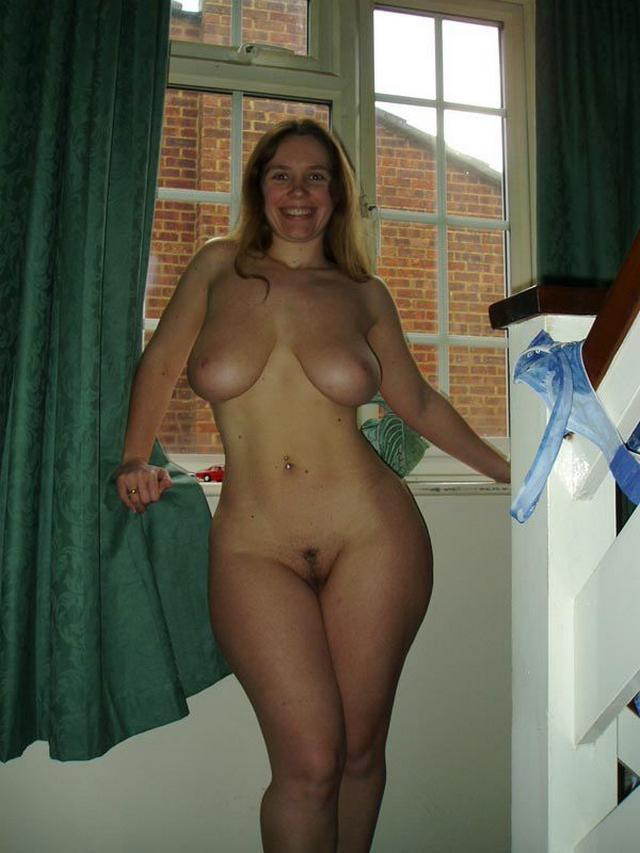 Озорные женщины любят почесать клитора сами себе и бурно трахаться - секс порно фото