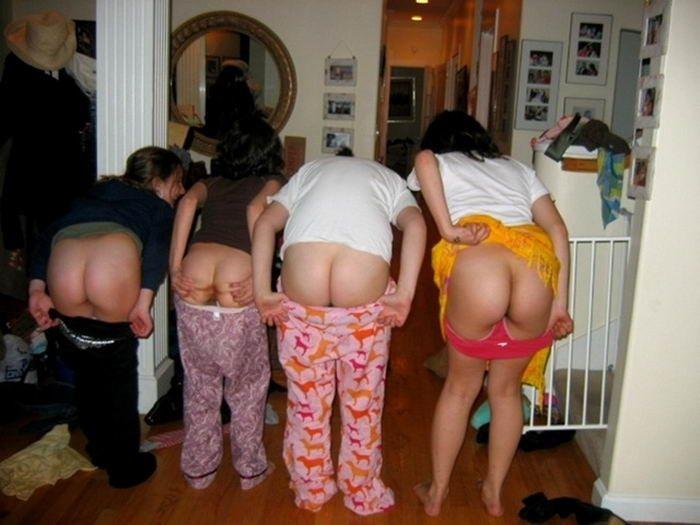 Обнаженные подруги в домашней обстановке - секс порно фото