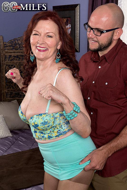 Развратная старуха и большой член фетишиста - секс порно фото