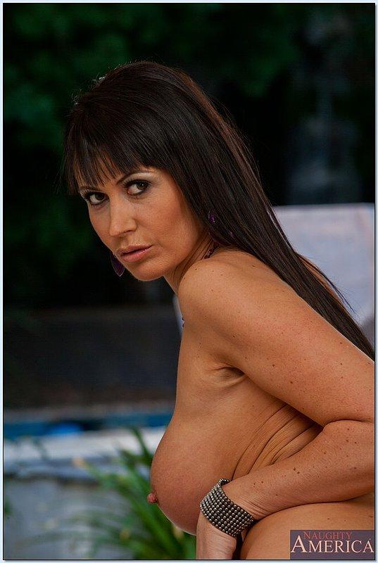 Изящная женщина с шикарной фигурой и большой грудью - секс порно фото