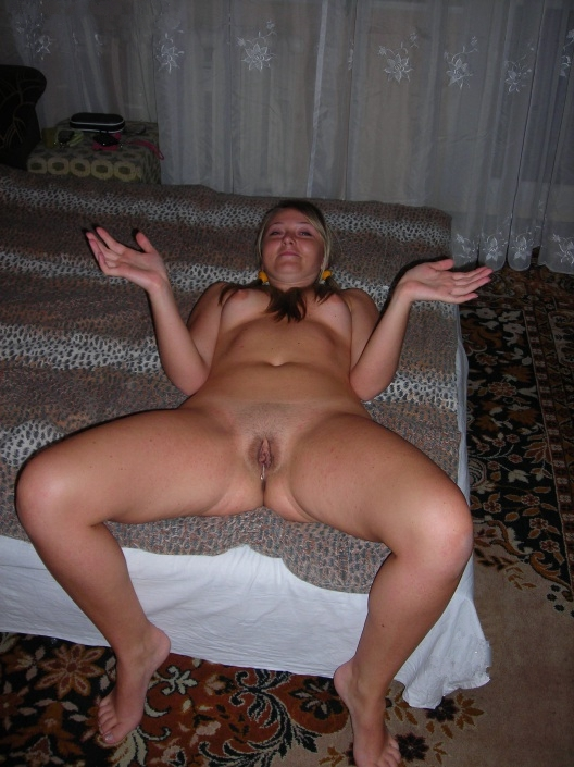 Непослушная стерва сидит дома одна и удовлетворяет себя сама - секс порно фото