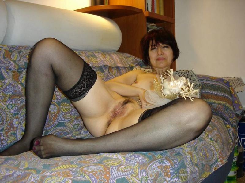 Порочная женщина показала любовнику свои интим снимки - секс порно фото