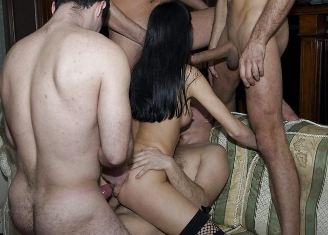 с шикарными представительницами слабого пола - секс порно фото