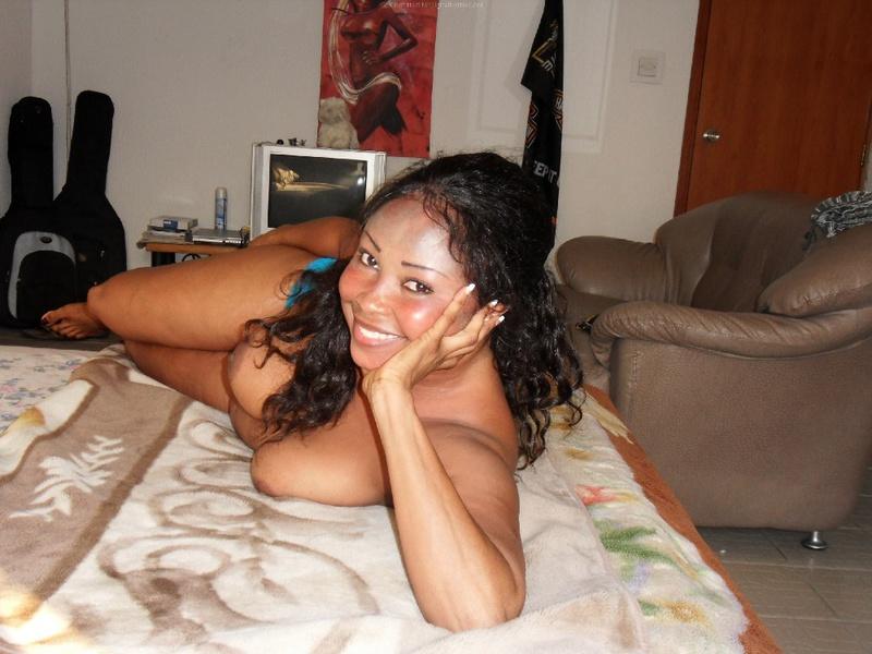 Жопастая мулатка раздевается - секс порно фото