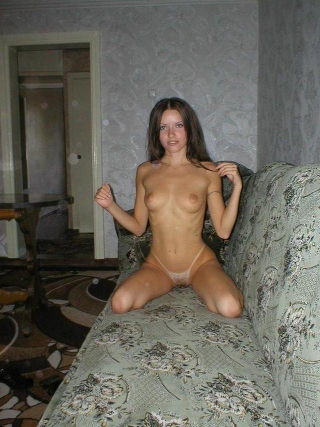 Откровенные снимки молодой девушки на сайте знакомств - секс порно фото