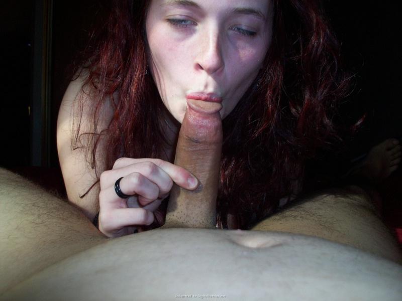 Крашенная сучка показывает умения сосать сладкий пенис - секс порно фото
