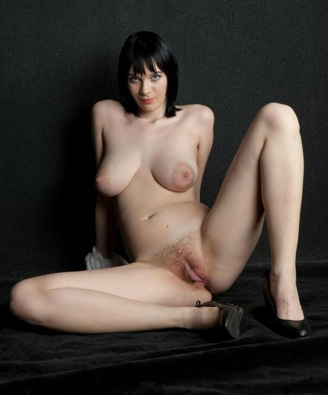 Женщины раздвинули ноги и показали киски - секс порно фото