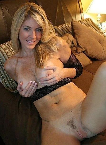 Одинокие барышни показывают свои киски, попки и сиськи - секс порно фото