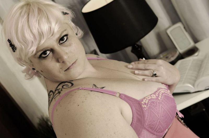 Татуированная толстая блондинка крупным планом - секс порно фото