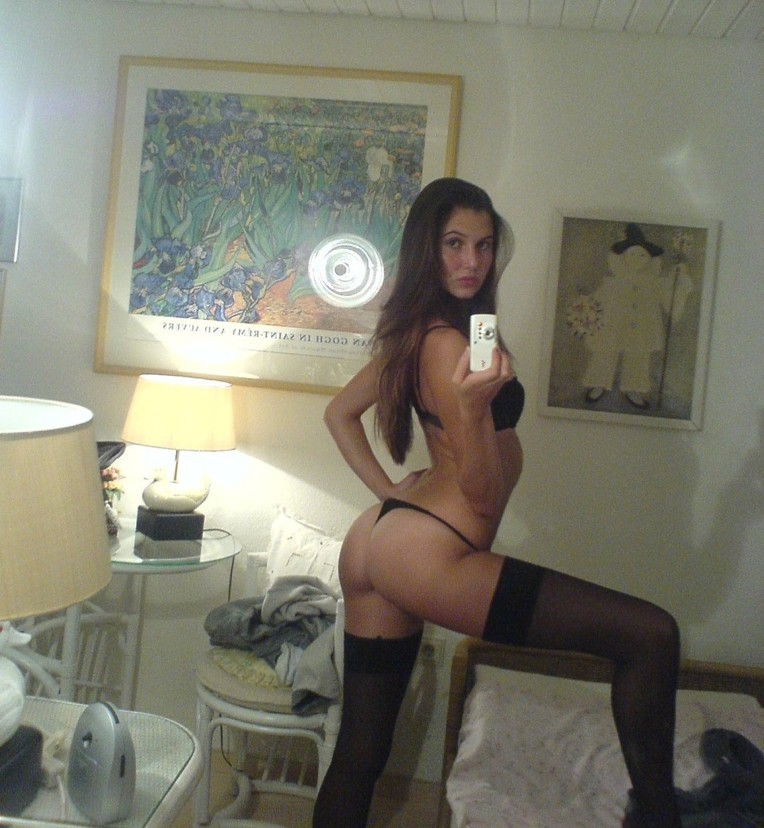 Секси девушки снимают себя с разных сторон - секс порно фото