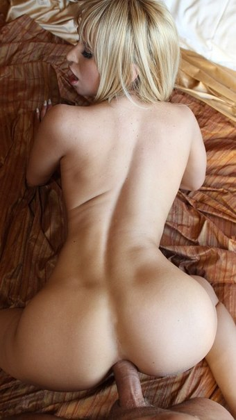 Мужчины трахают блондинок и брюнеток в анусы - секс порно фото
