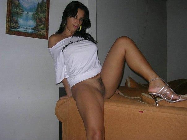 Голые и очень аппетитные девушки у себя дома - секс порно фото