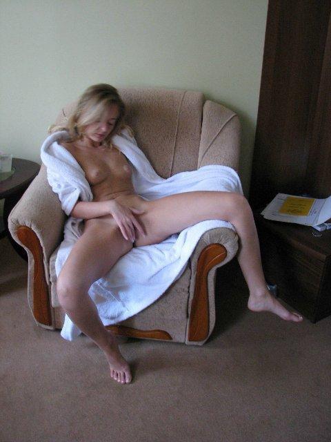 Ласковая бэйби сосет член и мастурбирует киску - секс порно фото