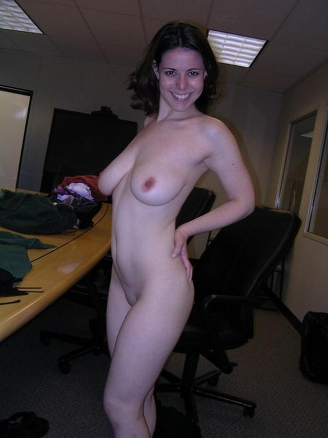 Сочные девушки спешат позаниматься отсосом на камеру - секс порно фото
